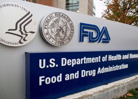 La FDA aprueba  Evenity (romosozumab) para tratar la osteoporosis en mujeres posmenopáusicas con alto riesgo de fractura.